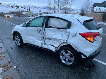 Nastolatek rozbił samochód prowadząc z zawiązanymi oczami