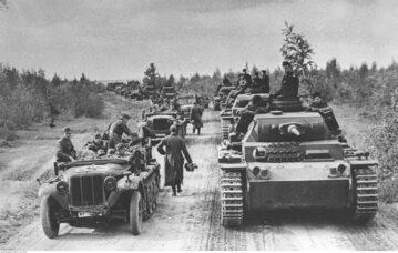 Niemiecka kolumna pancerna zbliża się do frontu moskiewskiego, październik 1941 r.