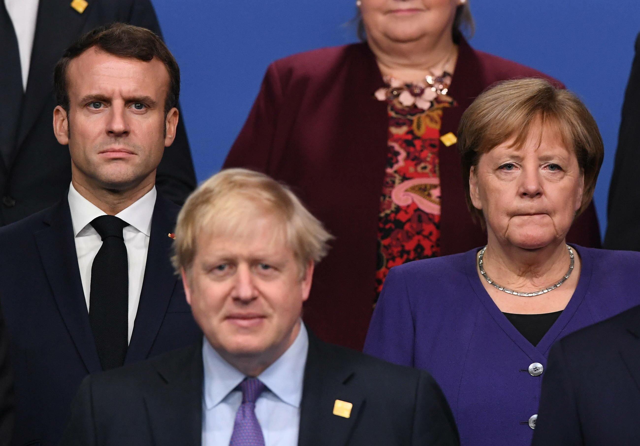 Od lewej: Emmanuel Macron, Boris Johnson i Angela Merkel