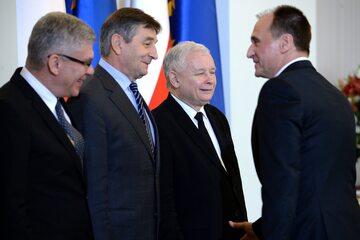 Od lewej: marszałek Senatu Stanisław Karczewski, były marszałek Sejmu Marek Kuchciński i prezes PiS Jarosław Kaczyński oraz lider Kukiz'15 - Paweł Kukiz,