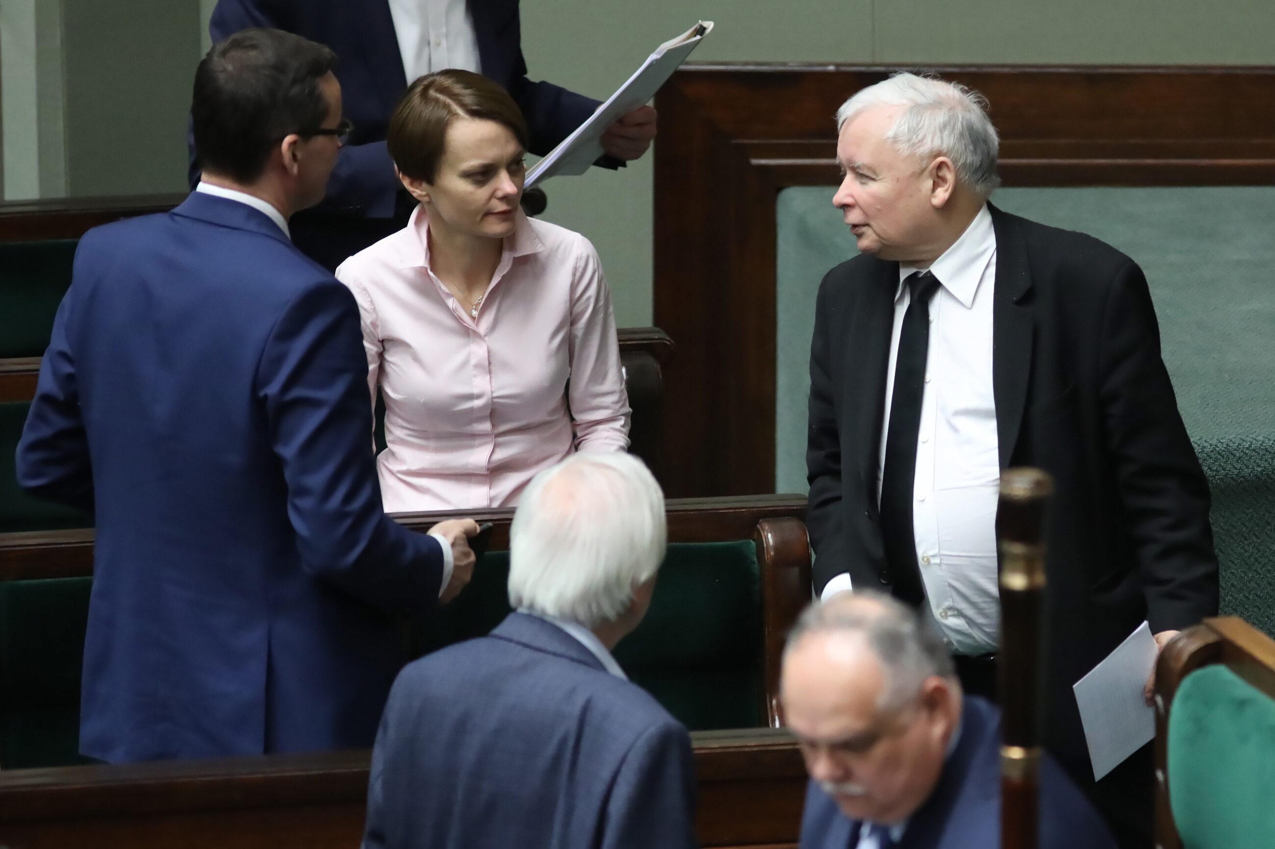Od lewej: Mateusz Morawiecki, Jadwiga Emilewicz i Jarosław Kaczyński w Sejmie