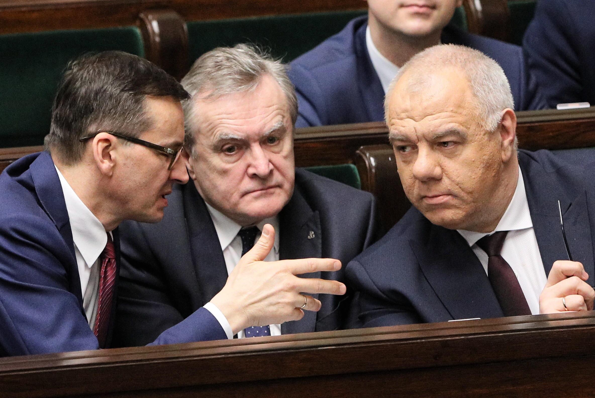 Od lewej: Mateusz Morawiecki, Piotr Gliński i Jacek Sasin w Sejmie