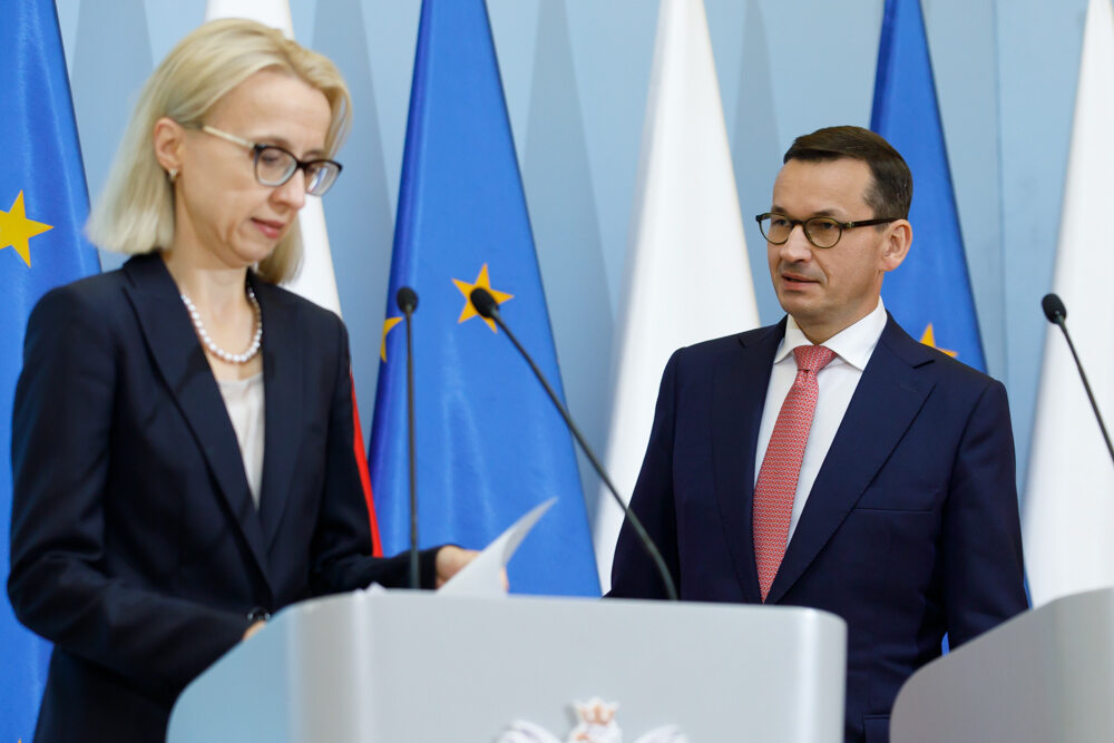Od lewej: minister finansów Teresa Czerwińska i premier Mateusz Morawiecki