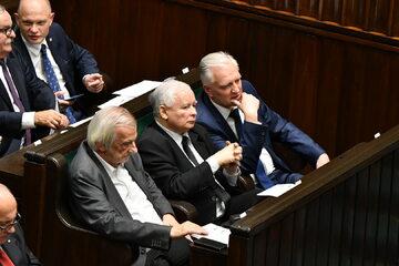 Od lewej: Ryszard Terlecki, Jarosław Kaczyński i Jarosław Gowin w Sejmie