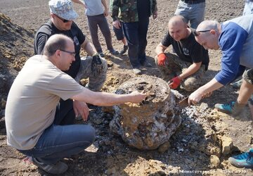 Odkopany fragment Liberatora. Fot. Marcin Sochoń