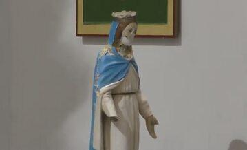 Okaleczona przez dżihadystów figura Matki Bożej z Iraku rozpoczyna peregrynację po włoskich parafiach