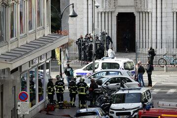 Operacja służb na miejscu zdarzenia w Nicei