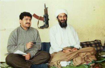 Osama bin Laden (po prawo) w towarzystwie pakistańskiego dziennikarza