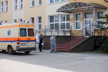 Pacjenci przywożeni na oddział zakaźny Szpitala Uniwersyteckiego w Zielonej Górze