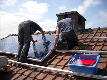 Panele słonecznie, zdjęcie ilustracyjne