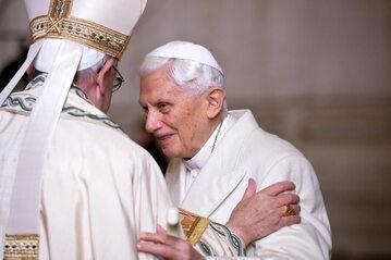 Papież Franciszek i emerytowany papież Benedykt XVI