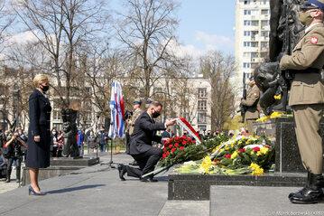 Para Prezydencka składa wieniec przy Pomniku Bohaterów Getta