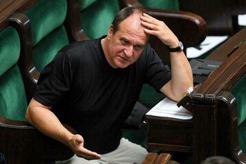 Paweł Kukiz na sali obrad w Sejmie