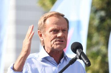 Pełniący obowiązki przewodniczącego PO Donald Tusk podczas wystąpienia na Długim Targu w Gdańsku