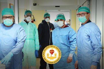 Personel szpitala w San Giovanni Rotondo. Źródło: operapadrepio.it