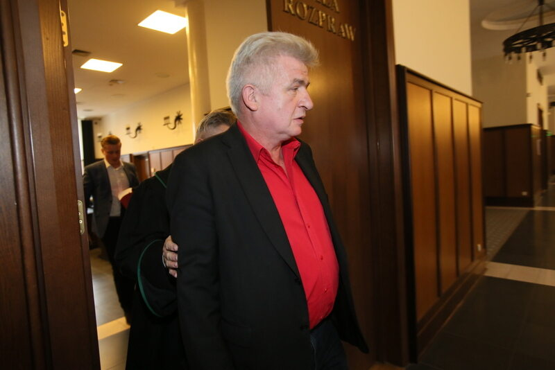 Piotr Ikonowicz w przerwie rozprawy apelacyjnej w Sądzie Okręgowym w Warszawie