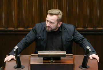 Piotr Liroy-Marzec podczas pierwszego czytania ustawy medialnej w Sejmie