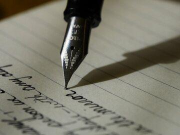 Pisanie listów. Zdjęcie ilustracyjne