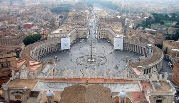 Plac przed bazyliką św. Piotra na Watykanie