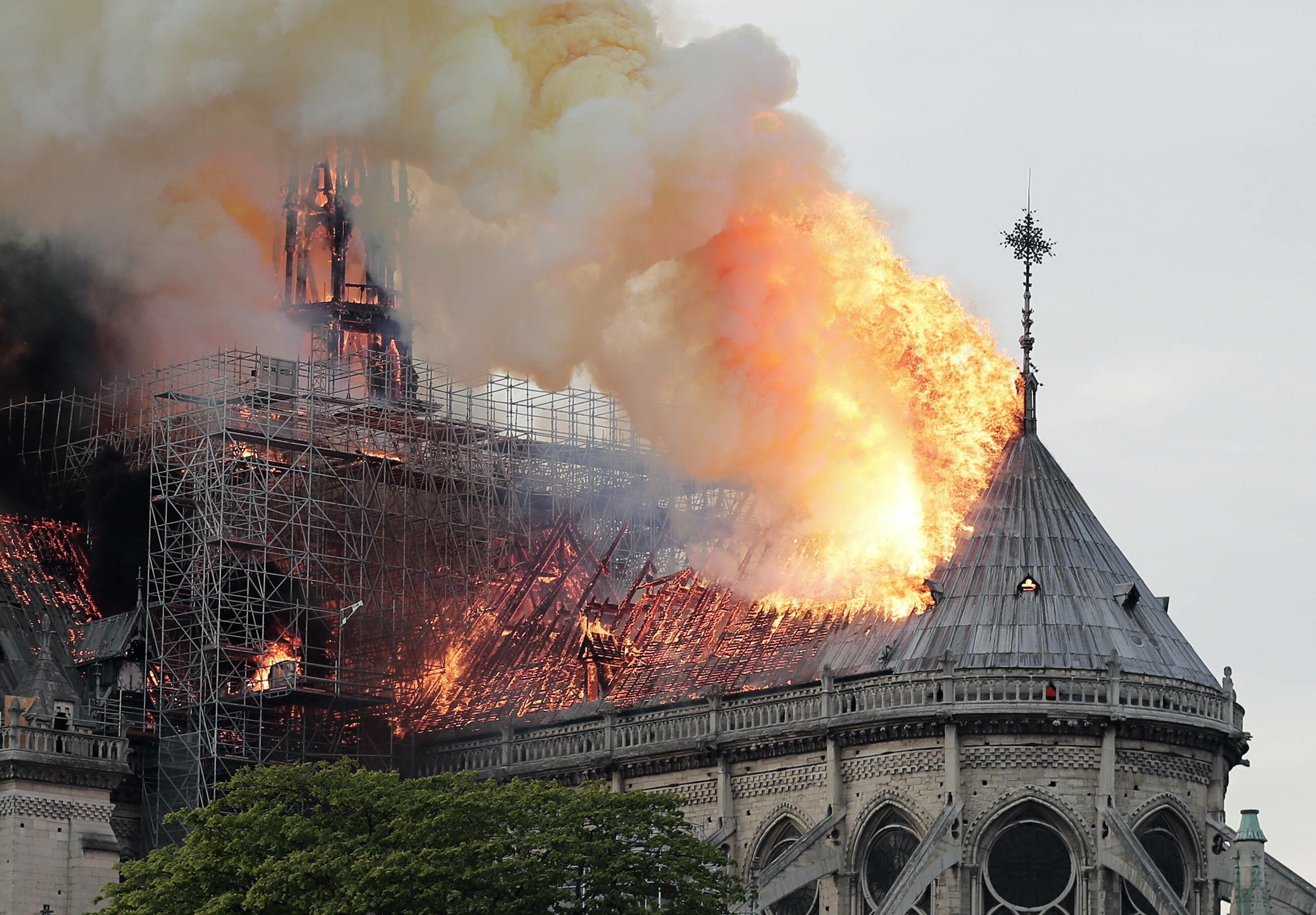 Płonąca katedra Notre-Dame