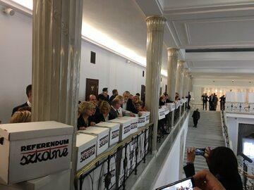 Podpisy pod wnioskiem o referendum ws. edukacji