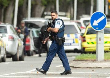 Policjant na miejscu zamachu w Nowej Zelandii