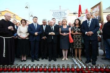 Politycy PiS modlą się za ofiary katastrofy smoleńskiej