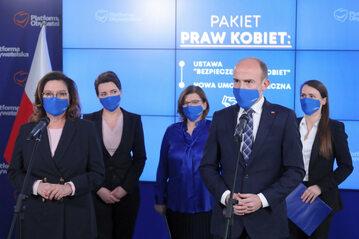 Politycy PO podczas konferencji prasowej w Biurze Krajowym PO w Warszawie