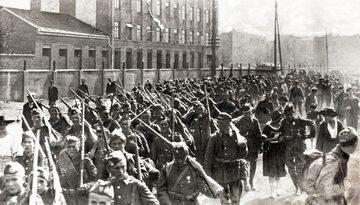 Polska piechota maszeruje na front, przed bitwą warszawską
