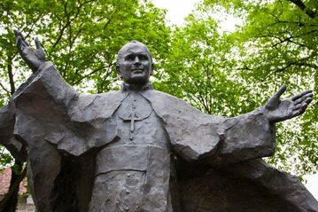 Pomnik Jana Pawła II w Poznaniu