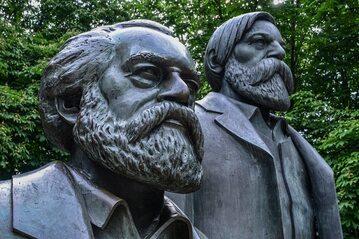 Pomnik Karola Marksa i Fryderyka Engelsa