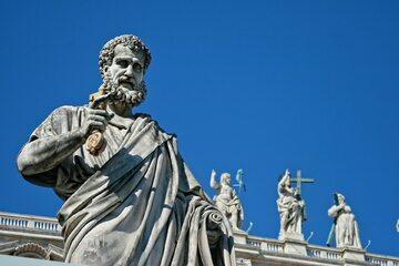 Pomnik św. Piotra w Watykanie
