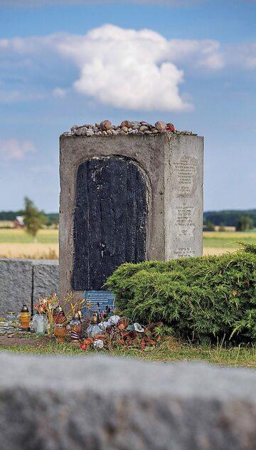 Pomnik upamiętniający mord ludności żydowskiej w Jedwabnem