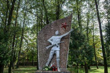 Pomnik Wdzięczności Armii Czerwonej w Dubiczach Cerkiewnych postawiony w 1985 roku