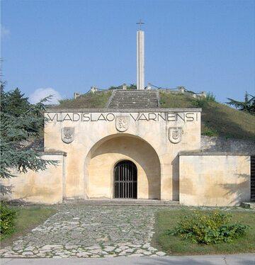 Pomnik–mauzoleum Władysława Warneńczyka na polu bitwy pod Warną