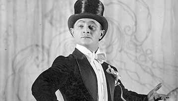 Porównywany do Charliego Chaplina Adolf Dymsza w jednej ze scen programu rozrywkowego Qui Pro Quo w 1928 r.