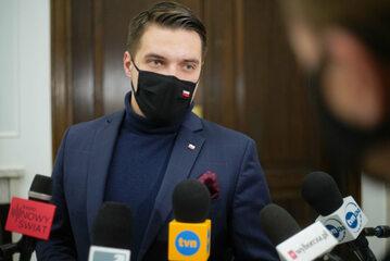 Poseł PiS Michał Wypij podczas wypowiedzi dla mediów w Sejmie w Warszawie