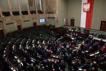 Posłowie opozycji tuż przed zakończeniem blokady mównicy