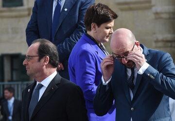 Premier Beata Szydło (C), prezydent Francji Francois Hollande (L) i premier Belgii Charles Michel (P)