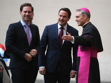 """Premier Luksemburga z """"mężem"""" w Watykanie"""