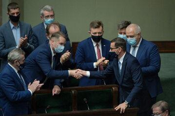 Premier Mateusz Morawiecki i minister Przemysław Czarnek w Sejmie