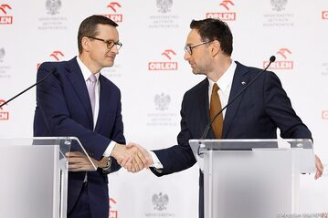 Premier Mateusz Morawiecki i prezes Orlenu Daniej Obajtek
