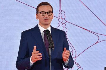 Premier Mateusz Morawiecki podczas uroczystości wręczenia Nagrody im. L. Kaczyńskiego na Zamku Królewskim w Warszawie