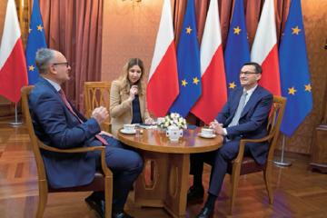 """Premier Mateusz Morawiecki, red. naczelny """"Do Rzeczy"""" Paweł Lisicki i Kamila Baranowska"""