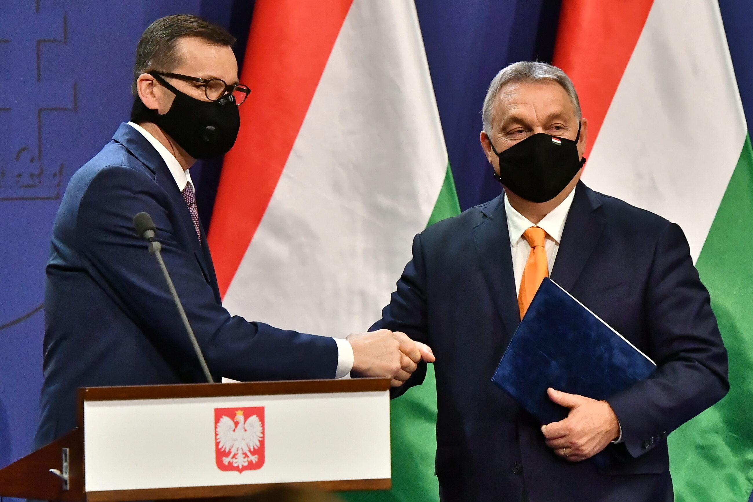 Premier Polski Mateusz Morawiecki i premier Węgier Viktor Orban podczas spotkania w Budapeszcie