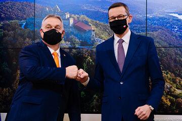 Premierzy Viktor Orban i Mateusz Morawiecki w Brukseli