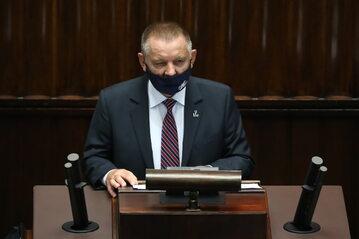Prezes NIK Marian Banaś na sali obrad Sejmu w Warszawie