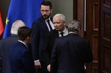 Prezes PiS Jarosław Kaczyński i zastępca rzecznika PiS Radosław Fogiel