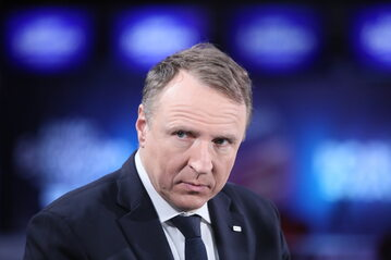 Prezes zarządu Telewizji Polskiej Jacek Kurski podczas konferencji prasowej w siedzibie TVP w Warszawie