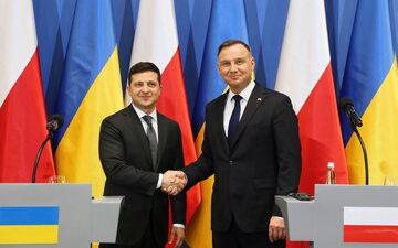 Prezydent Andrzej Duda oraz prezydent Ukrainy Wołodymyr Zełenski podczas oświadczenia dla mediów